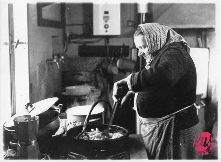 nonna in cucina