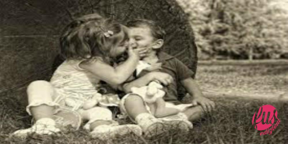 bimbi che si baciano modificato
